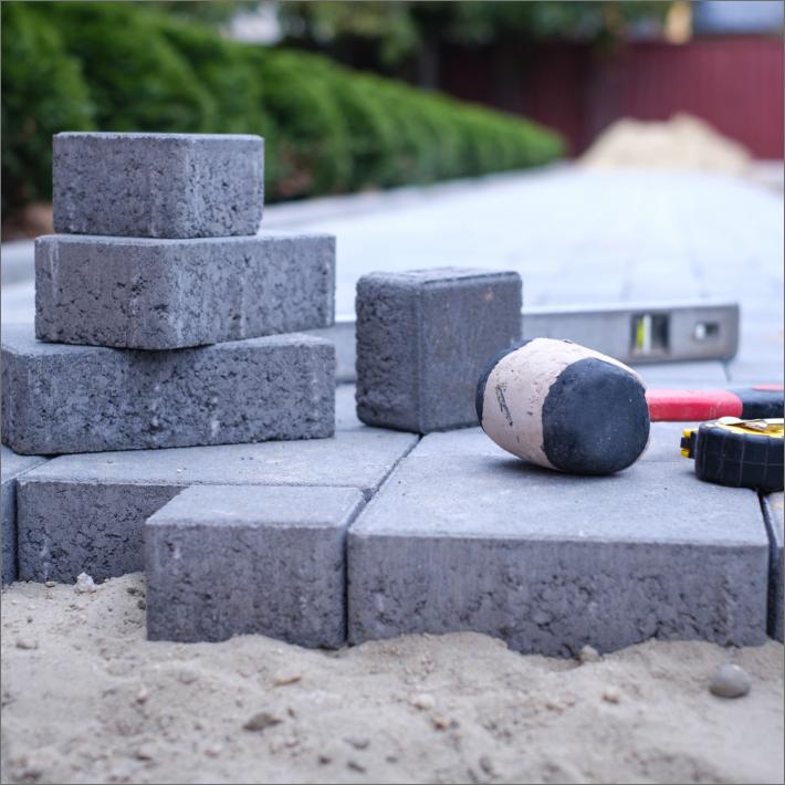 Pihakivien asettelu ja pihan rakentaminen