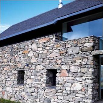 Seinä joka on rakennettu kivistä